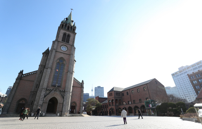 Myeongdong Cathedral in Seoul on Feb. 23, 2020 (Yonhap)
