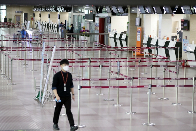 Airlines Suspend More Flights amid Coronavirus Fears