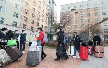 Chinese Students Returning from Winter Break Face 14-day Isolation