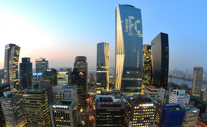 The financial district of Yeouido in Seoul. (Yonhap)