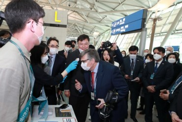 Foreign Diplomats Visit Incheon Airport to Observe S. Korea's Quarantine Procedures