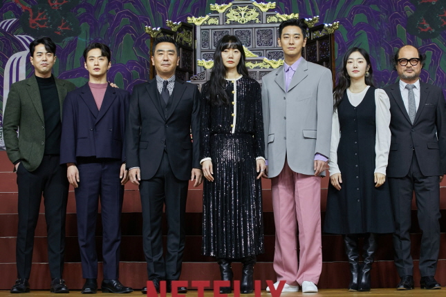 Actors and actress including Ju Ji-hoon (3rd from R) pose at an online press conference on March 5, 2020. (image: Netflix)