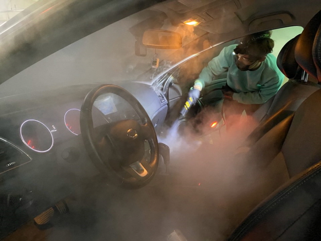 Car wash services as well as the optional steam and smokescreen sterilization services are particularly popular these days. (Yonhap)