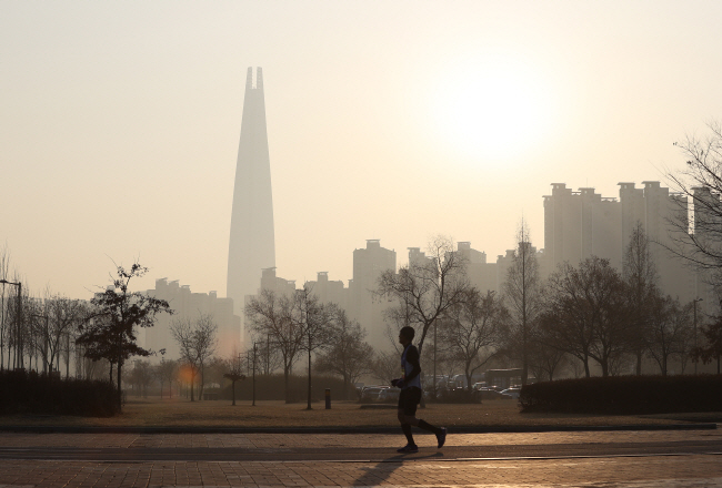 This photo, taken on Feb. 15, 2020, shows a man running in a park in southeastern Seoul, as the city is hit by fine dust air pollution. (Yonhap)