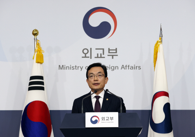 First Vice Foreign Minister Cho Sei-young announces a plan to suspend a visa-free entry program for Japan during a press conference at the foreign ministry in Seoul on March 6, 2020. (Yonhap)