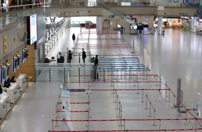 The departure lobby of Gimhae airport in the southeastern port city of Busan is deserted on March 9, 2020. (Yonhap)