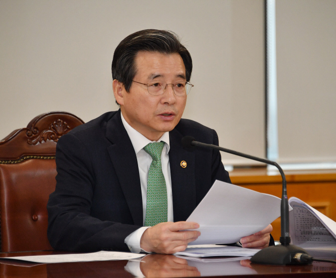 Vice Finance Minister Kim Yong-beom speaks during a meeting at the Hall of Banks in Seoul on March 10, 2020, to discuss policies on macroeconomic and financial affairs, in this photo released by the finance ministry. (image: Ministry of Economy and Finance)