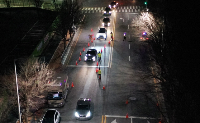 The method helps police officers catch intoxicated drivers while minimizing their contact with them amid the spread of the new coronavirus. (Yonhap)