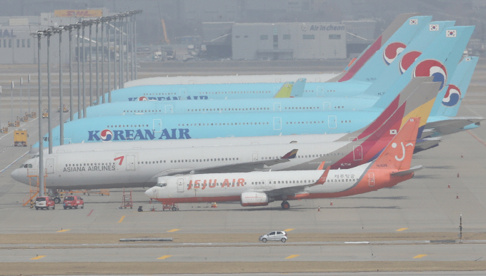 Planes parked at Incheon International Airport, west of Seoul. (Yonhap)