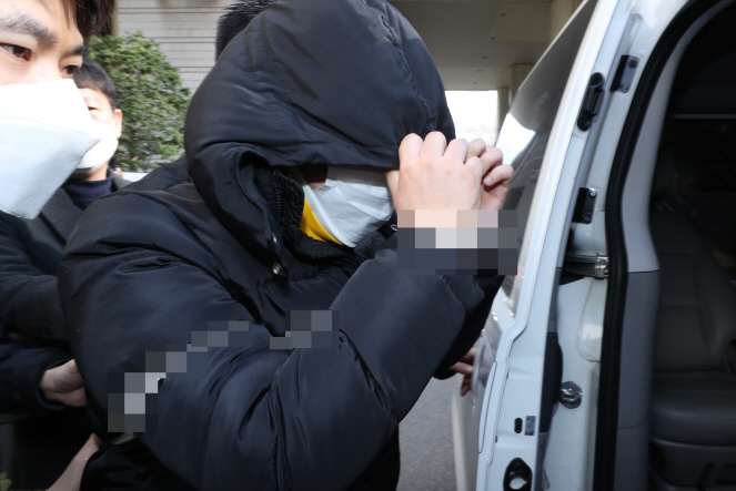 A man surnamed Cho, who is suspected of running a Telegram chat room where sexual crimes took place, is seen getting in a police car after attending a court hearing at Seoul Central District Court in southern Seoul on March 19, 2020. (Yonhap)