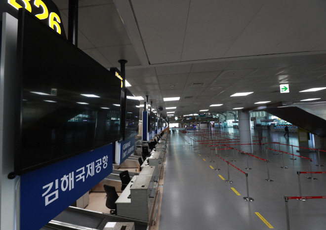 The vacant Gimhae International Airport in Busan, 450 kilometers south of Seoul on on March 23, 2020, amid the spreading coronavirus outbreak. (Yonhap)