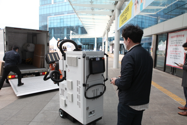 A disinfection robot. (image: Seoul Medical Center)