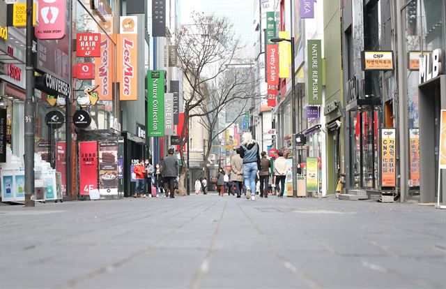 A deserted Myeongdong, a popular shopping spot in Seoul. (Yonhap)