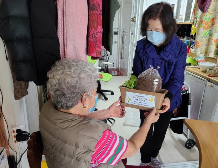 City Distributes Gardening Kits to Seniors Quarantined Indoors