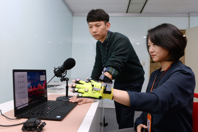 New Technology Allows Hearing Impaired to Perceive Sound with Touch