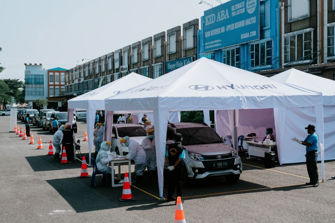 A drive-through COVID-19 screening center in Java, Indonesia, operated by Hyundai Motor Co., checks people for viral infections, in this photo provided by the South Korean carmaker on April 24, 2020.