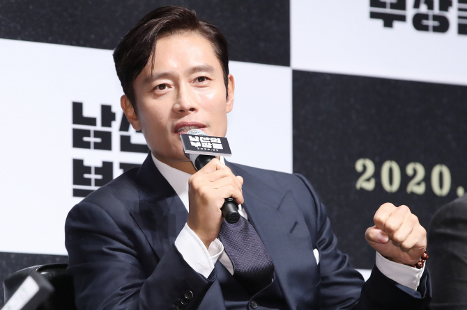 Delayed Film Productions Mess Up Top Actors' Schedules