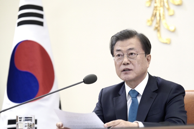 President Moon Jae-in speaks with other leaders of major industrialized and developing economies during the Group of 20 special teleconference summit, at Cheong Wa Dae in Seoul, on March 26, 2020. (image: Cheong Wa Dae)