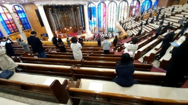 Seoul Residents Want Tougher Anti-infection Rules for Churches, Karaoke Rooms, Gyms
