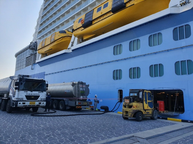 Fuel and ship supplies are provided to the Quantum of the Seas cruise ship at a port in Busan on April 3, 2020. (image: Busan Port Authority)