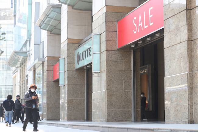 Lotte Department Store in downtown Seoul. (Yonhap)
