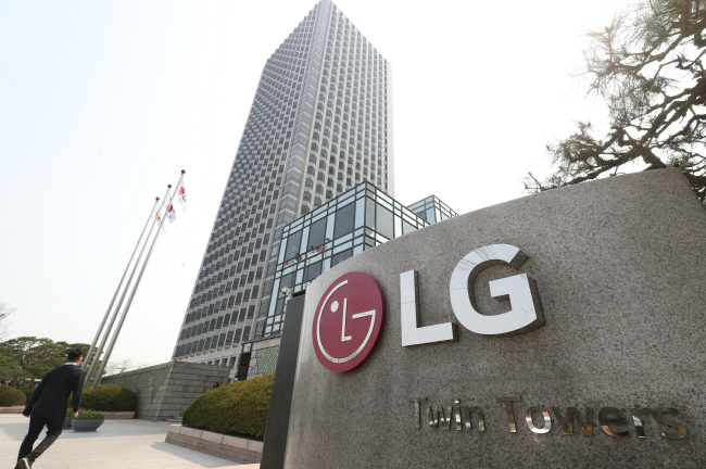 This photo, taken on April 7, 2020, shows the outdoor signage of LG Electronics Inc. at the company's headquarters in Seoul. (Yonhap)