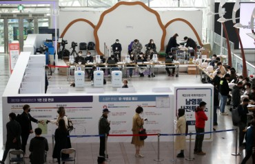 Voter Turnout in Early Voting Hits Record High Despite Coronavirus Pandemic
