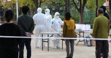 Self-isolating S. Koreans Vote After Regular Election Hours amid Coronavirus Fears