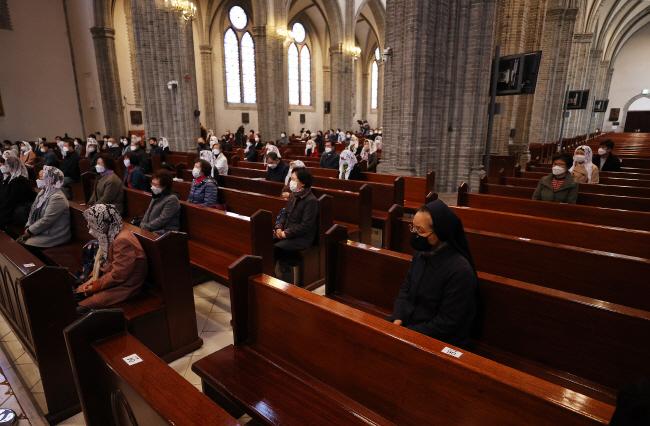 More Catholics Turn to Practicing Faith in Everyday Life amid Coronavirus Pandemic