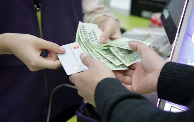 Convenience Store Offers Cash Withdrawal Service for Credit Card Payments