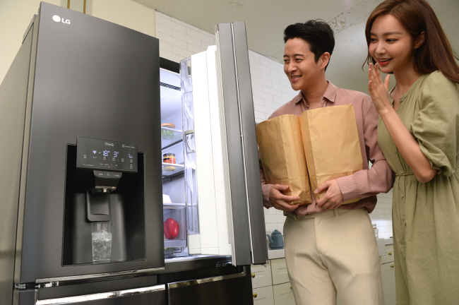 Home Appliance Makers Vying for Water Dispenser-embedded Fridge Market
