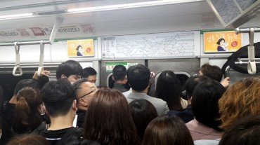 Subway Passengers in Seoul Required to Wear Masks During Crowded Hours