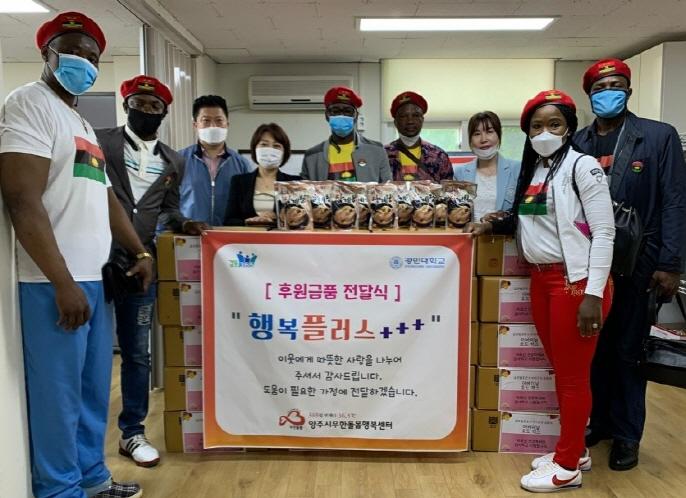 Immigrants from 'Lost State' Volunteer to Help Elderly S. Koreans