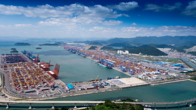 K-quarantine Helps Busan Port Boost Commercial Traffic
