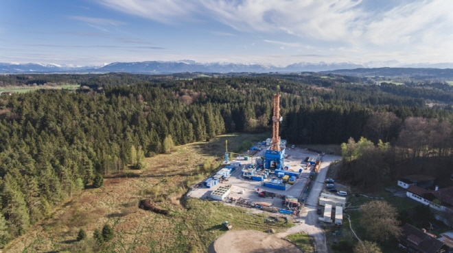 Drilling rig on project site of Geretsried, Bavaria/ Germany (image: Enex)