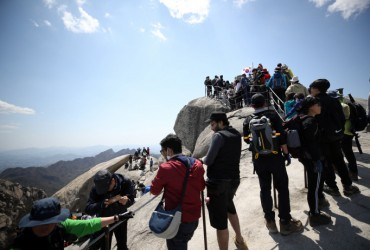 Accidents on the Rise as Koreans Flock to Mountains