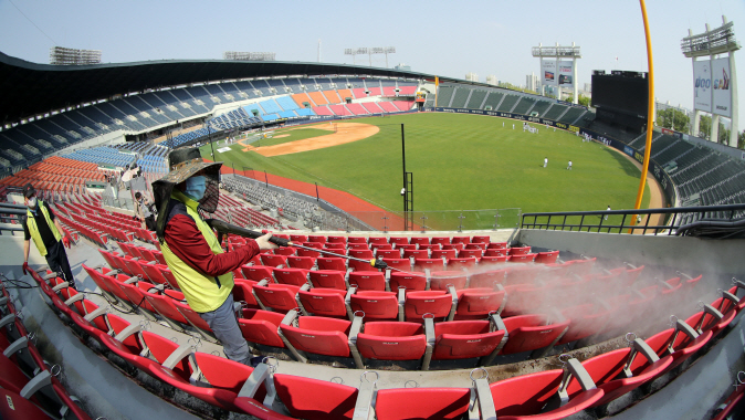 Public health workers sanitize seats at Jamsil Stadium in Seoul on May 1, 2020, four days prior to the start of the 2020 Korea Baseball Organization season. (Yonhap)