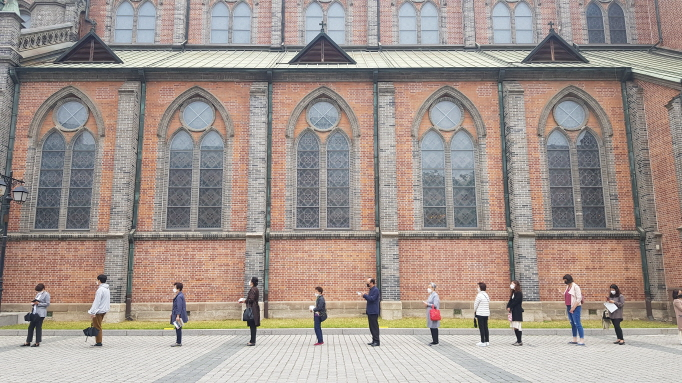 People form a line with space between them at a Catholic church in central Seoul on May 3, 2020, amid the new coronavirus pandemic. (Yonhap)