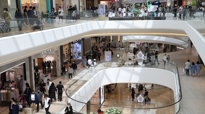 Department Stores See Sales Boost During 'Golden Holiday'