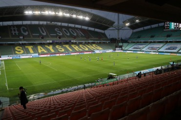 Pro Football Kicks Off in S. Korea After 2-month Delay Due to Coronavirus Pandemic