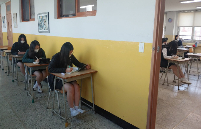 Delight and Worry as South Korean Schools Reopen