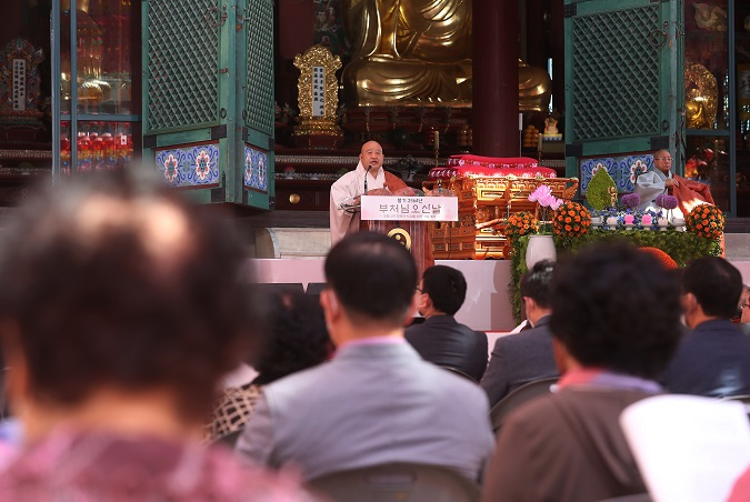 Ven. Wonhaeng, senior official of the Jogye Order of Korean Buddhism, speaks during a ceremony marking the Buddha's birthday at the Jogye Temple in central Seoul on May 30, 2020. (Yonhap)