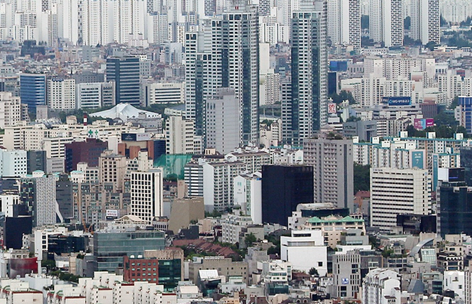 As of the third quarter of last year, the vacancy rate of office space in downtown Seoul was high at 12.9 percent. (image: Yonhap)