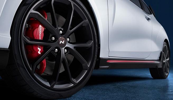 Veloster N's 19-inch lightweight wheel (image: Hyundai Motor)