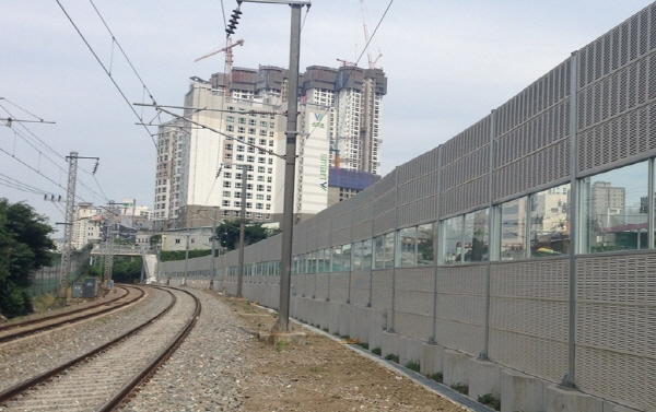 S. Korean Rail Authorities Modify Noise Barriers to Prevent Bird Collisions
