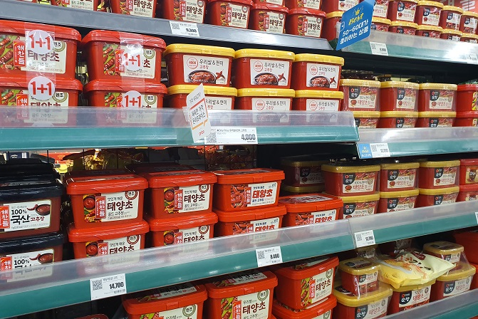 In the file photo, red pepper paste products are displayed at a supermarket in Seoul. (Yonhap)
