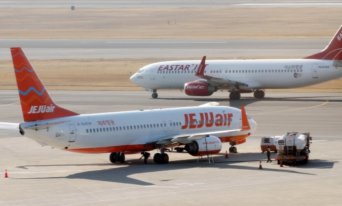 This file photo, taken Dec. 19, 2019, shows planes operated by Jeju Air and Eastar Jet at Gimpo International Airport in western Seoul. (Yonhap)