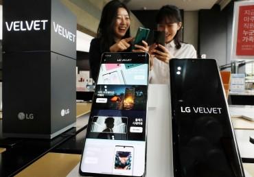 LG Introduces New Smartphone Velvet in Europe