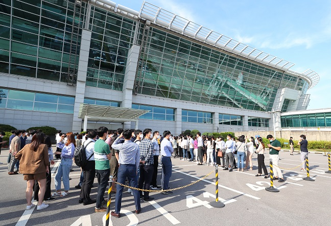 Employees of Incheon International Airport Co. gather together to complain about a new hiring plan at the airport in Incheon, South Korea, on June 22, 2020. (Yonhap)