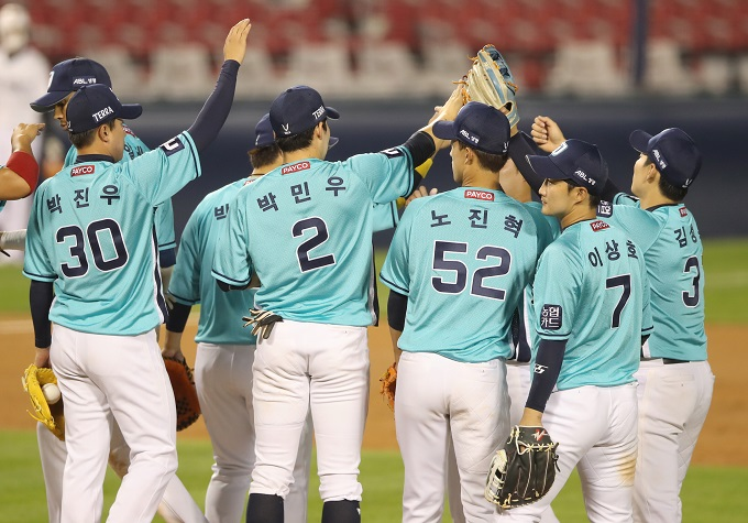 In this file photo from June 26, 2020, members of the NC Dinos celebrate their 9-3 victory over the Doosan Bears in a Korea Baseball Organization regular season game at Jamsil Baseball Stadium in Seoul. (Yonhap)